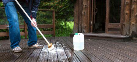 Zo verwijder je groene aanslag op tegels en tuinhout op een snelle en makkelijke manier