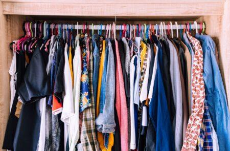 Hoe ruim je makkelijk en snel je kledingkast op?