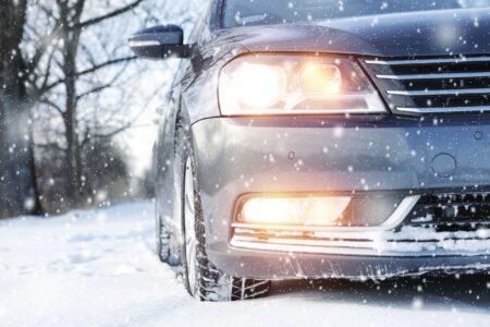Hoe zorg je ervoor dat je zonder problemen auto start bij vorst?