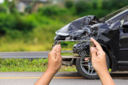 Waarom kan je een aanrijding beter via je smartphone melden?