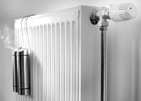 Wel of geen waterbakje aan de verwarming hangen? Wat is beter?