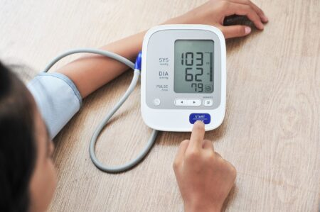 Hoe kan je het beste zelf thuis je bloeddruk meten?
