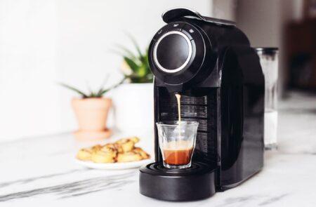 Hoe vaak zou je het koffiezetapparaat moeten ontkalken?